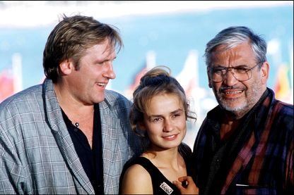 """Maurice Pialat avec Gérard Depardieu, et Sandrine Bonnaire avant la présentation du film """"""""Sous le soleil de Satan"""" à Cannes, pendant le Festival en 1987."""