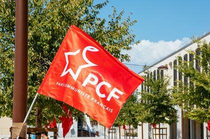 Drapeau rouge du Parti Communiste Francais (PCF) lors de l Universite d ete. Aix en Provence, France, le 24 aout 2019.