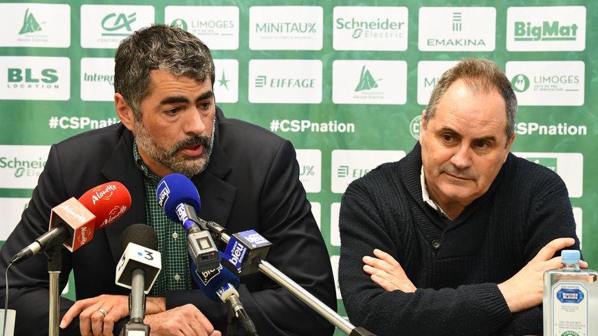 Crawford Palmer (à gauche), ici en compagnie de l'entraîneur du Limoges CSP Alfred Julbe lors de leur 1ère conférence de presse à Beaublanc