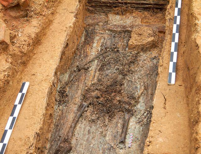 La sépulture a été découverte dans les ruines de la forteresse de Smolensk.