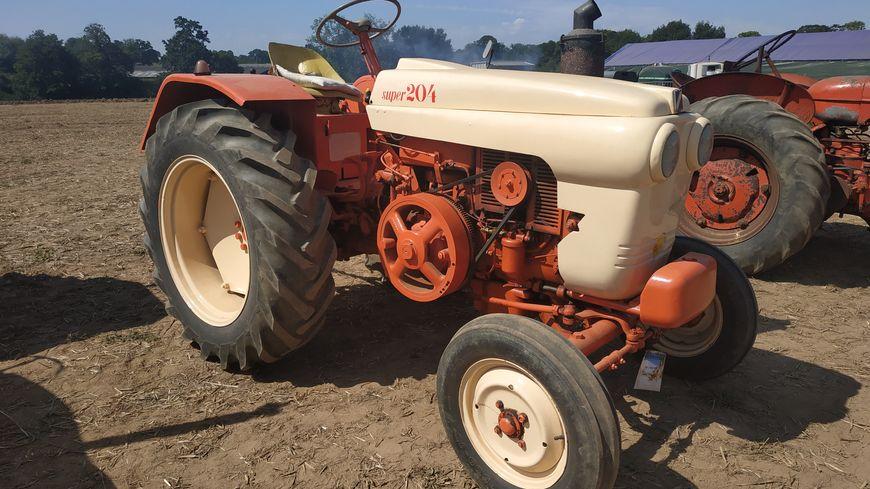Un tracteur super 204 datant de 1960