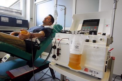 Don de plasma à l'aide d'une machine Haemonetics MCS+, en 2009.
