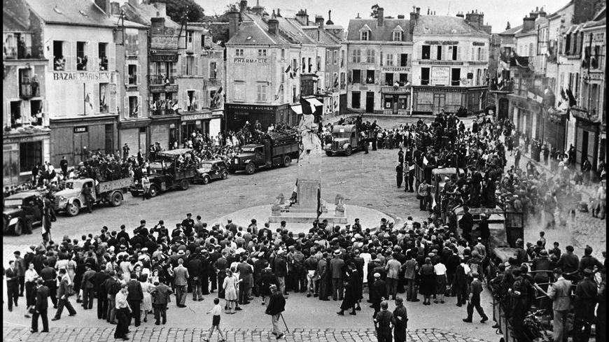 La place du Martroi de Pithiviers, en août 1944.