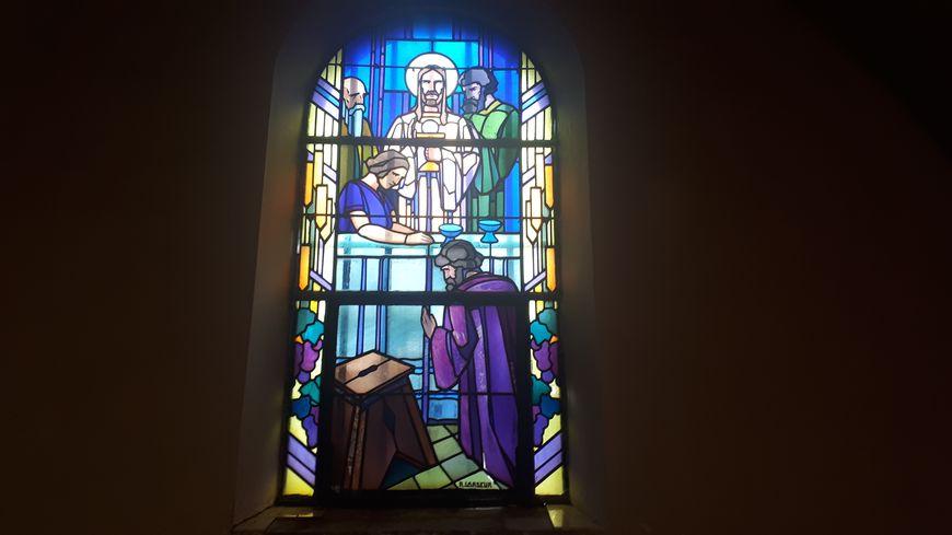 L'un des 8 vitraux de la chapelle St Hubert à Entrange