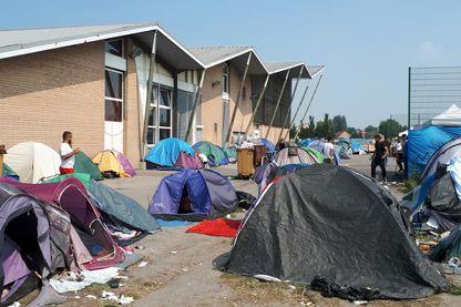 Migrants hébergés dans le gymnase de Grande-Synthe