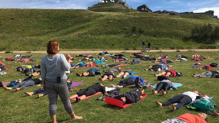 Le cours de yoga est dispensé par Florence Duc