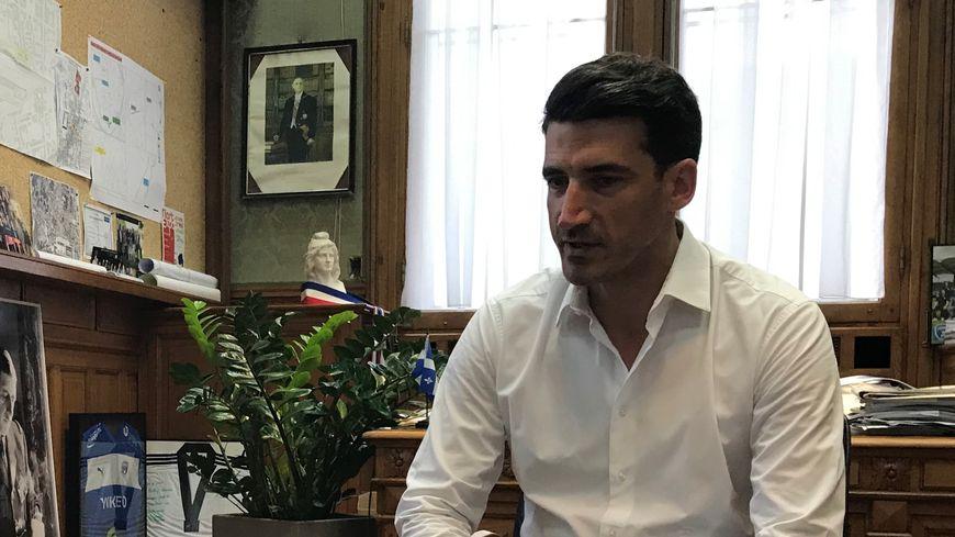 Jérôme Baloge sur France Bleu Poitou en direct de son bureau à la mairie de Niort