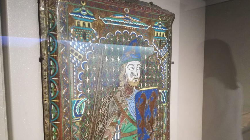 L'Email Plantagenêt est exposé actuellement au carré Plantagenêt , au Mans