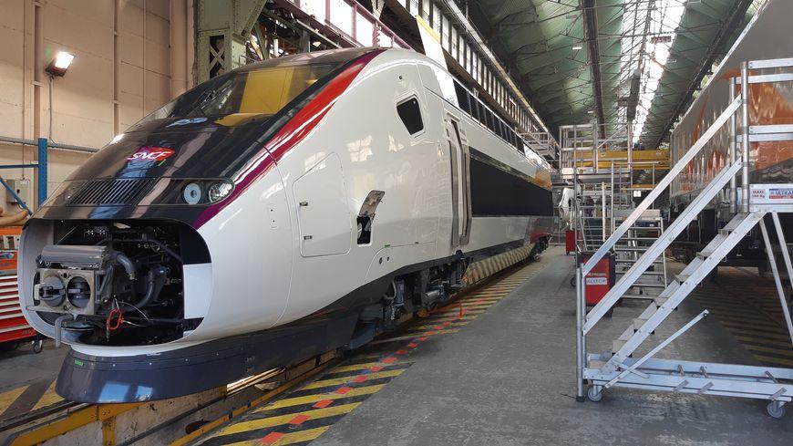 Une motrice de TGV Océane à la finition