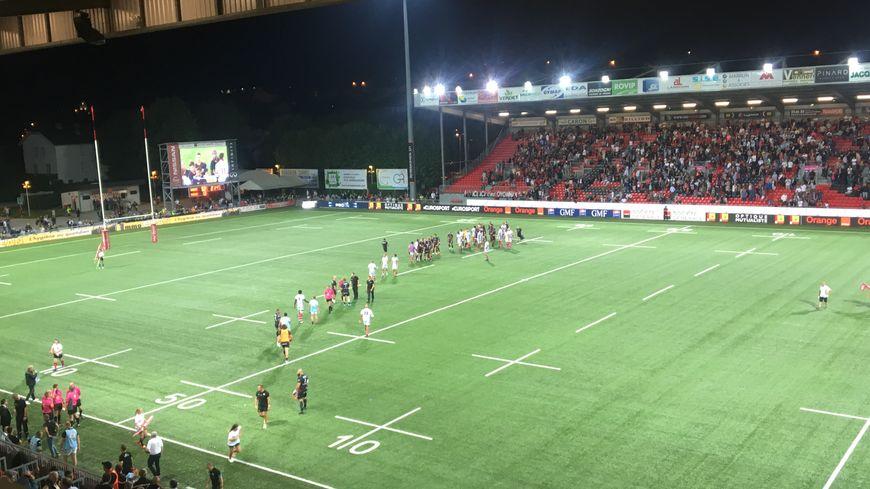 Pour son premier match, le VRDR jouait à l'extérieur, au stade Charles-Mathon d'Oyonnax.