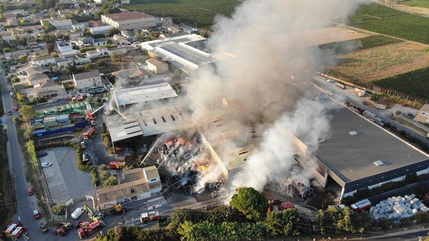 Les pompiers veulent éviter une propagation aux habitations en entreprises alentours