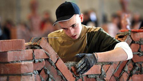 Bienvenue au lycée professionnel (2/4) : Un monde du travail en miniature