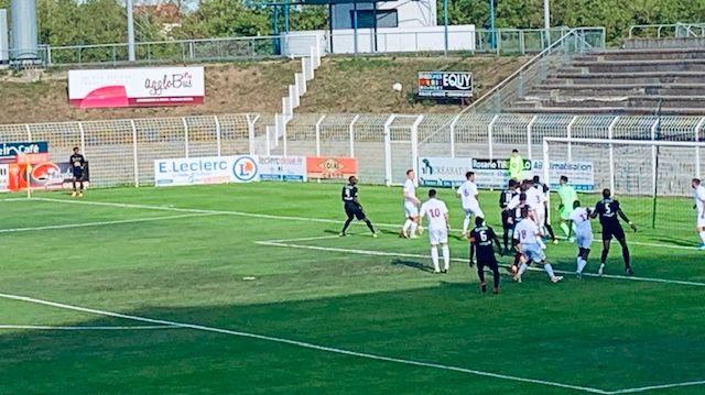 Grosse désillusion pour les joueurs du Bourges Foot qui pensaient pouvoir l'emporter face à Montpellier après avoir mené 2 à 0 !