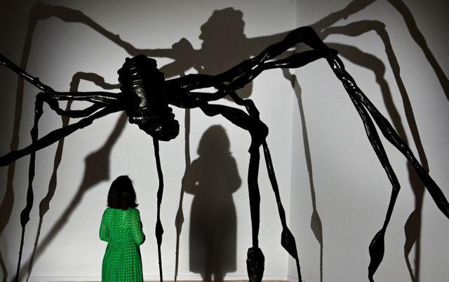 La plasticienne Louise Bourgeois confiait s'inspirer de la figure maternelle pour ses sculptures arachnéennes.