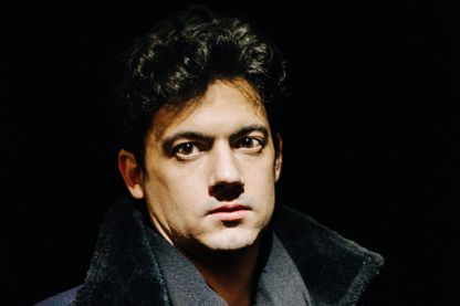 Portrait de Clément Cogitore, artiste contemporain et réalisateur à Paris le 14 février 2018.