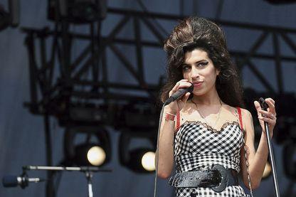 Amy Winehouse sur la scène du Festival Lollapalooza en août 2007 à Chicago