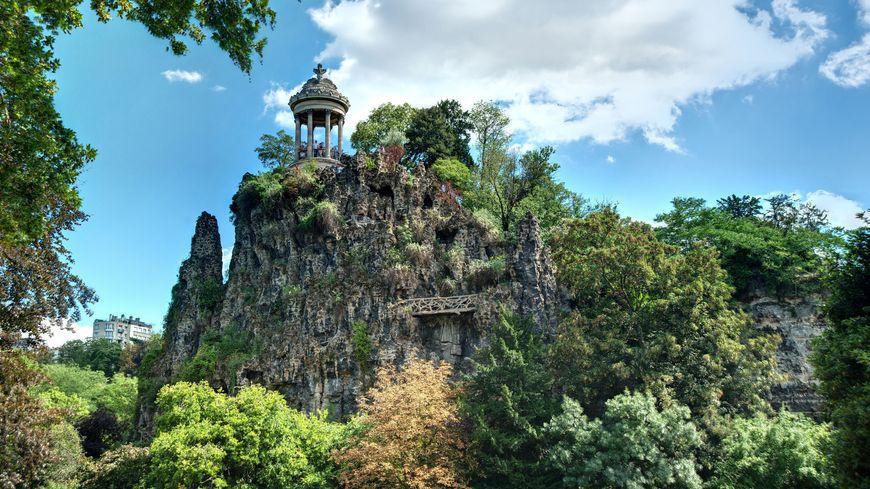 """""""Le Temple de la Sybille"""" dans le parc des Buttes Chaumont"""