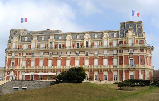 L'hôtel du Palais, bâtiment emblématique de Biarritz, a déboursé 60 millions d'euros pour un lifting.