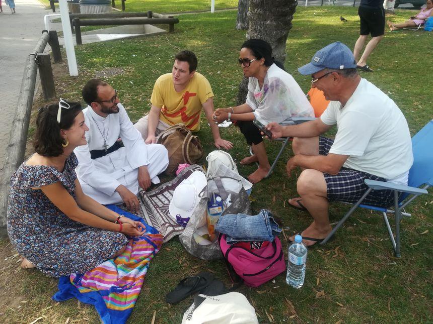 Une longue discussion s'est engagée entre les 3 catholiques et ce couple de musulmans en vacances à Toulon