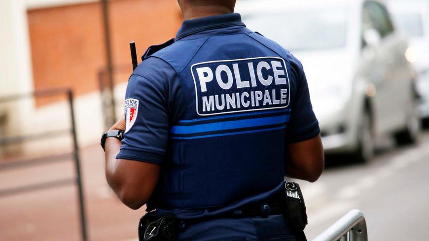 Ils sont une quarantaine d'agents municipaux a arpenté les rues de la ville de Poissy.