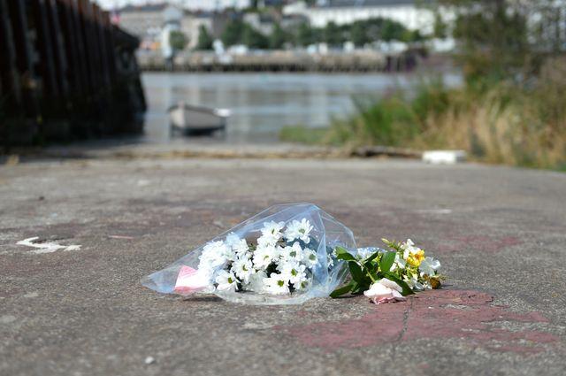 Des nantais sont venus déposer des fleurs non loin de l'endroit où le corps de Steve a été retrouvé.