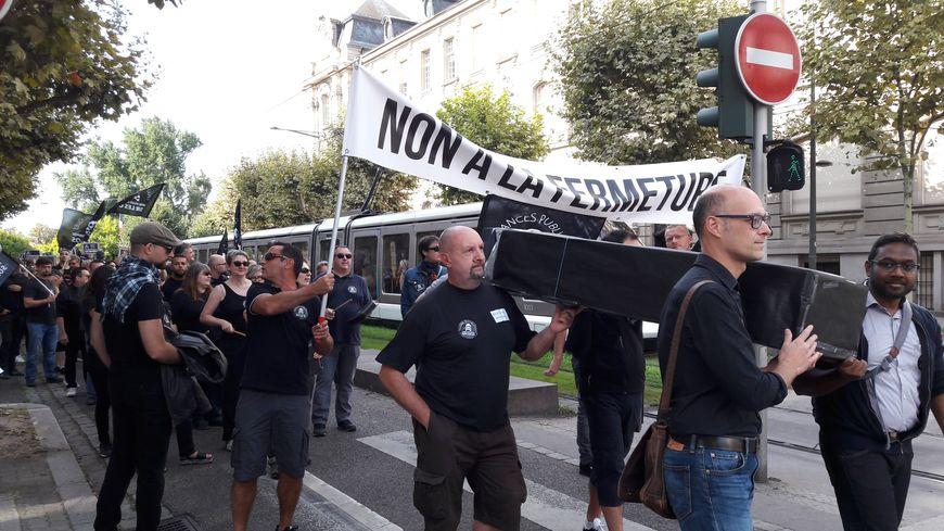 Plus de 50% de grévistes dans les services des impôts en Alsace lundi 16 septembre, 150 personnes ont notamment défilé à Strasbourg contre la réforme Darmanin.