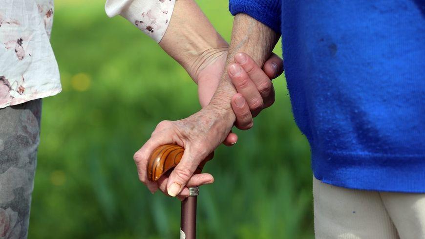 De nombreuses personnes âgées ont besoin d'une aide à domicile pour leur vie quotidienne.