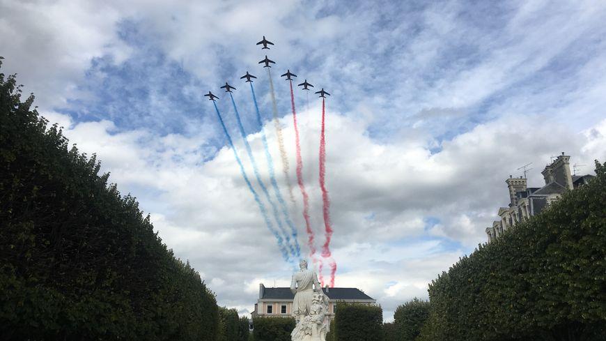 La Patrouille de France surplombant la Place Royale.