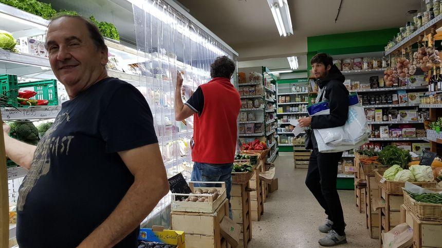 """Le magasin """"Atipic Marché"""" de Fabron à Nice s'est converti au 100% bio il y a 3 ans."""
