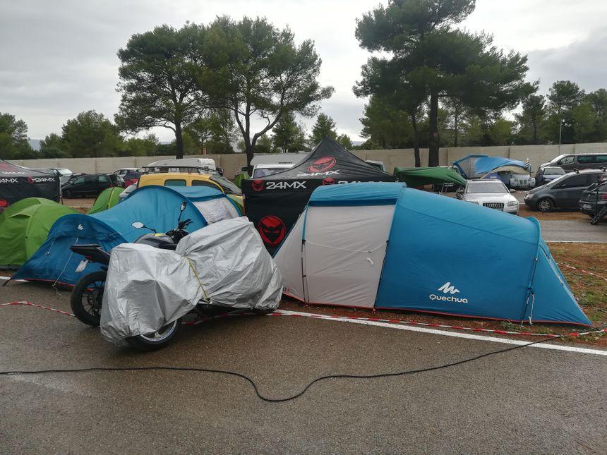 La nuit s'annonce humide sur les aires de camping du circuit Paul Ricard