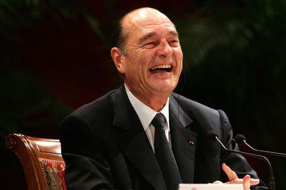 Eclat de rire de Jacques Chirac lors d'un discours à Pékin en 2006