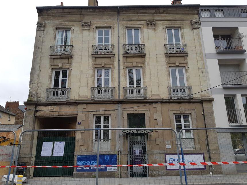 La fissure est apparue sur le porche de l'immeuble situé 7 quai Ille-et-Rance à Rennes