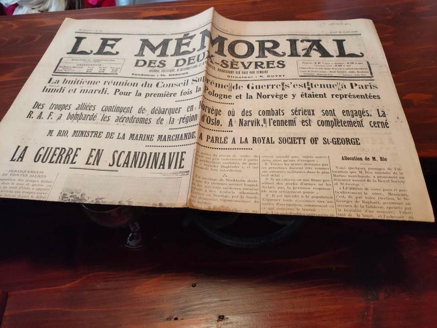 Le détail est porté jusqu'aux journaux... celui-là date du 25 avril 1940