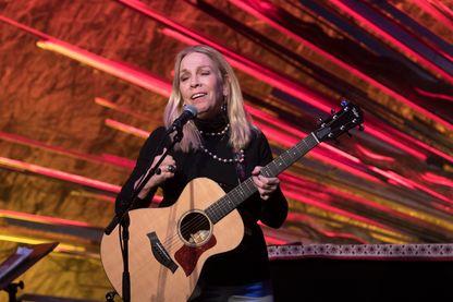 La chanteuse, musicienne et compositrice Rickie Lee Jones en concert au Sony Hall le 21 février 2019 à New York.