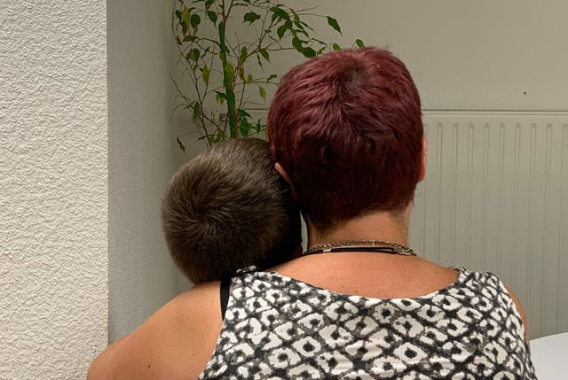 Ce sont ses enfants qui ont supplié Mélanie de quitter la maison un jour où leur père les frappait tous.