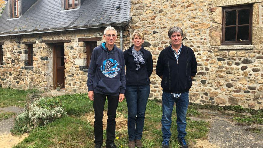 Christelle Dauphin, agricultrice, accompagnée de Jean Claude Foubert et de Jacques Johan, coprésident de l'association Solidarité Paysans