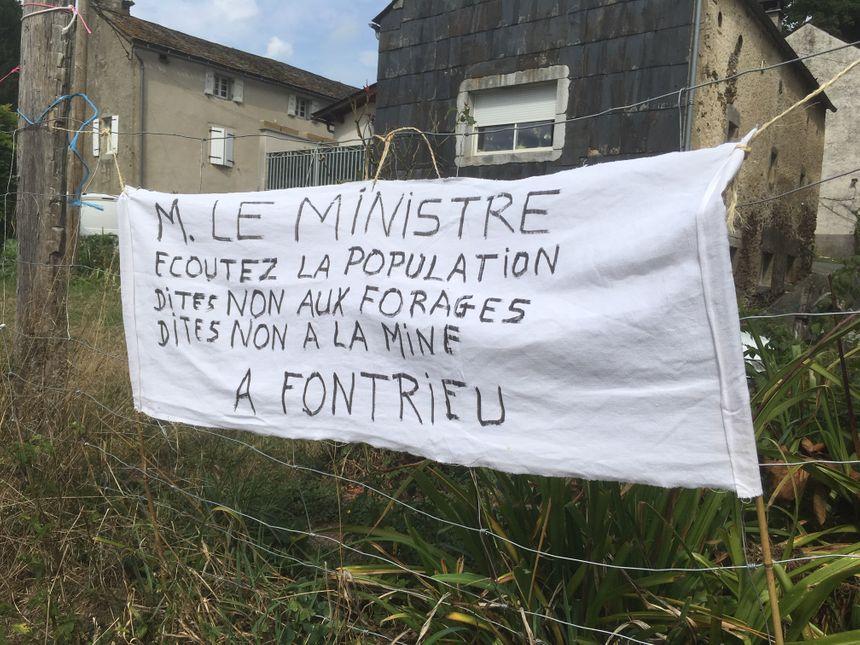 Plus de 300 personnes étaient présents dimanche à Sablayrolles pour une journée d'information sur la mine de Fontrieu