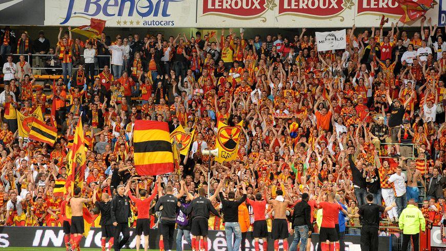 """La fabuleuse ambiance du stade Bollaert à Lens ou 20 000 spectateurs sont attendus pour ce duel entre les """"sang et Or"""" et les Castelroussins."""