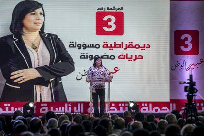 Abir Moussi en meeting: c'est l'une des deux femmes candidates à la présidentielle tunisienne