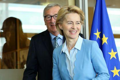 L'un part, l'autre arrive: Ursula von der Leyen a rencontré son prédécesseur Jean-Claude Juncker à Bruxelles ce lundi