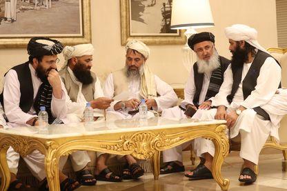 Les représentants des talibans aux négociations avec l'émissaire américain au Qatar, en juillet dernier. Leur venue à Camp David a été annulée par Donald Trump.