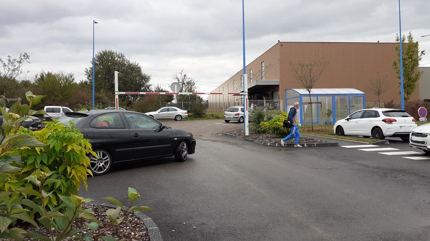 Le parking de covoiturage à Delle est pris d'assaut le matin et le soir.