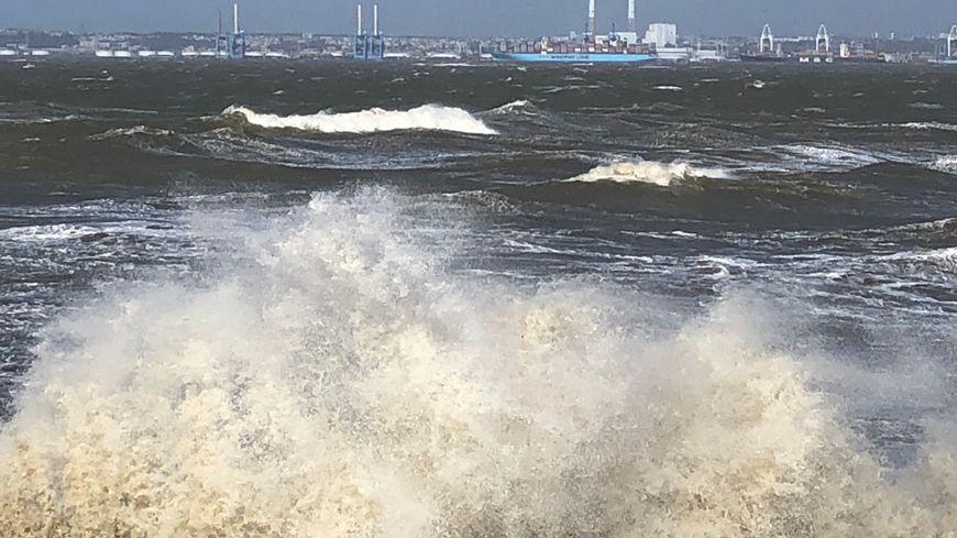 Tempête en baie de Seine face au Havre (Seine-Maritime). Mars 2019.