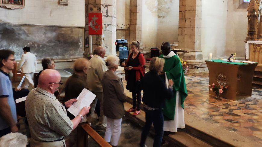 Une cinquantaine de fidèles étaient présents pour assister à la deuxième messe de l'abbé Dieudonné Bandé ce dimanche 29 septembre
