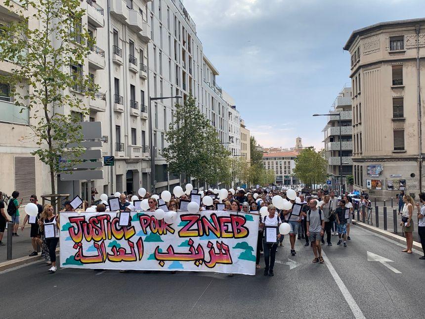Le cortège en hommage à Zineb Redouane à Marseille