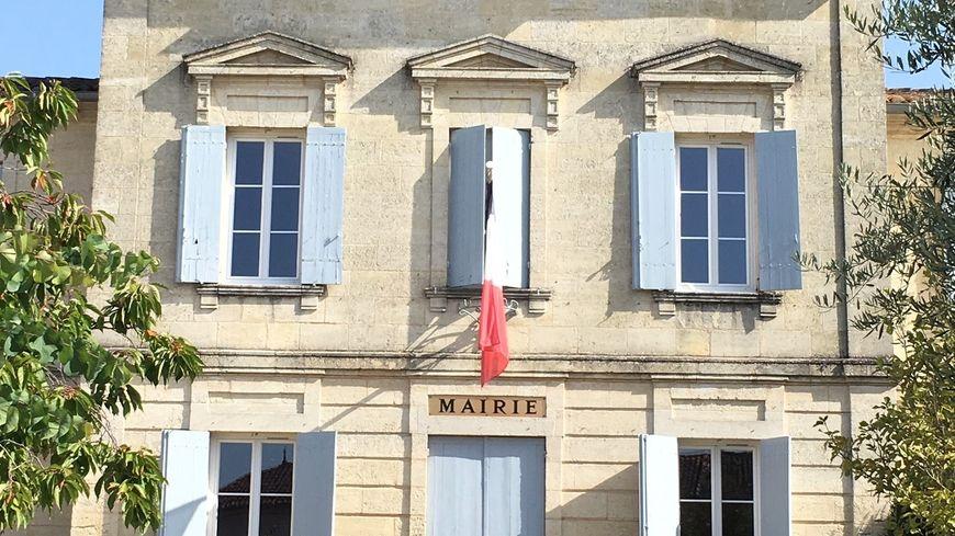 En balade à Saint Germain du Puch, la Mairie.