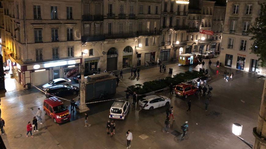 La place Saint-Projet, ce samedi soir, était barricadée par les forces de l'ordre.