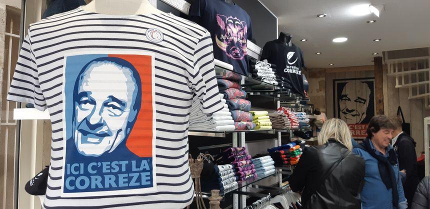 Dans cette boutique de Brive, les touristes viennent acheter un souvenir de Jacques Chirac.