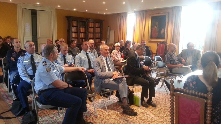 Services d'enquête, associations d'aide aux victimes, représentants du défenseur des droits, associations, etc... lors de la réunion organisée à la cour d'appel de Bourges