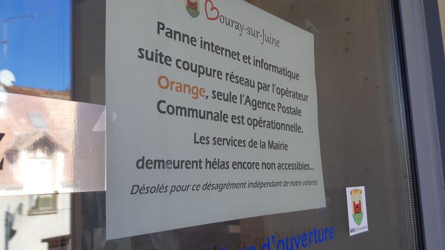 Devant la mairie de Bouray-sur-Juine. 19.09.18